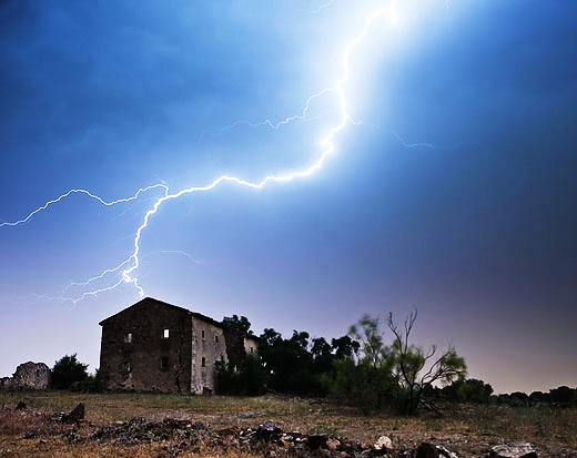 lightning-house